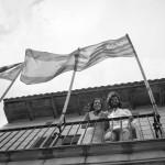 Boda Marina y Jaime - Novios en balcón contrapicado - Santiago Stankovic Fotógrafo