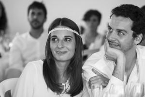 Boda Marina y Jaime - Pareja en la mesa - Santiago Stankovic Fotógrafo