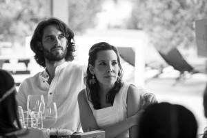 Boda Marina y Jaime - Novios en la mesa - Santiago Stankovic Fotógrafo