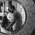 Boda de Sara & Victoria - Peinado ante espejo - Santiago Stankovic Fotógrafo