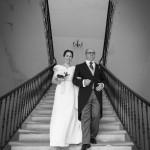 Boda Alicia y Ariel - Novia y padrino contrapicado escalera - Santiago Stankovic Fotógrafo