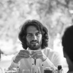 Boda Marina y Jaime - Novio en la mesa - Santiago Stankovic Fotógrafo